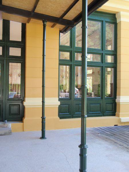 Stützsäule Thalhof in RAL 6005 Moosgrün lackiert