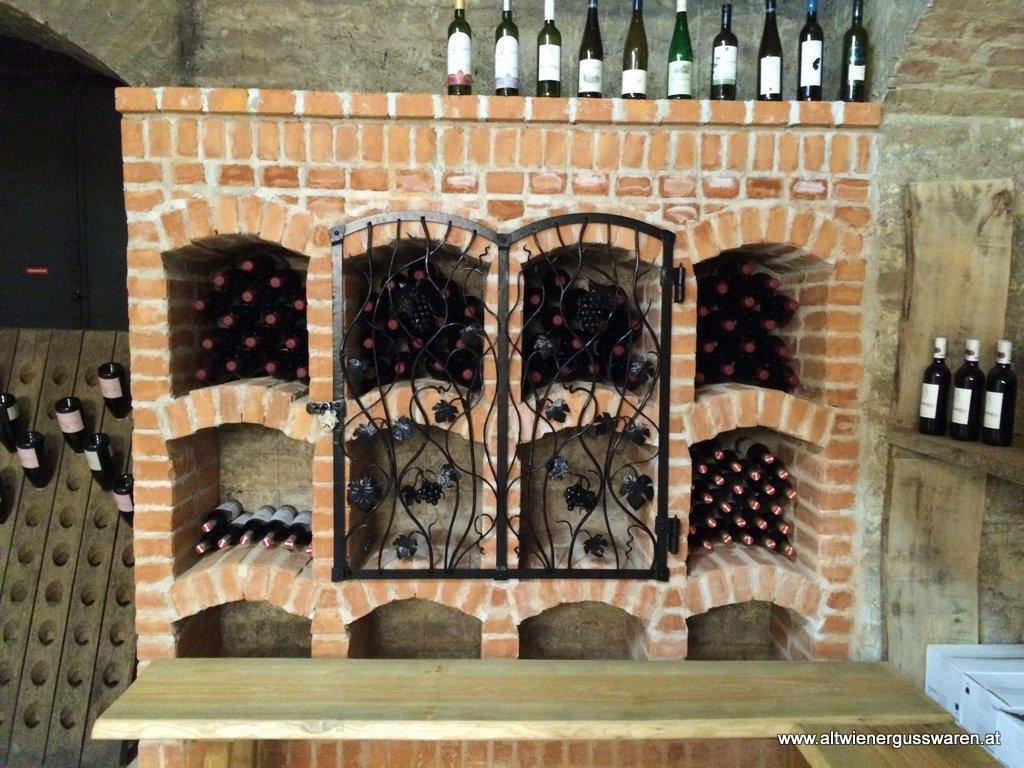Privatkunde: Tür für Weinfächer Schmiedeeisen