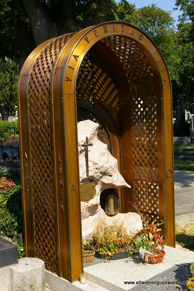 Privatkunde: Grabüberdachung Kupfer
